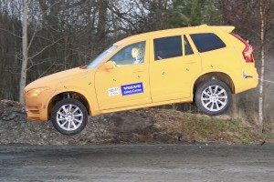 Nietypowy crash-test Volvo XC90