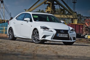Testy mojeauto.pl: Lexus IS300h F Sport