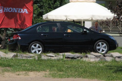 Honda Civic sedan bez stopu