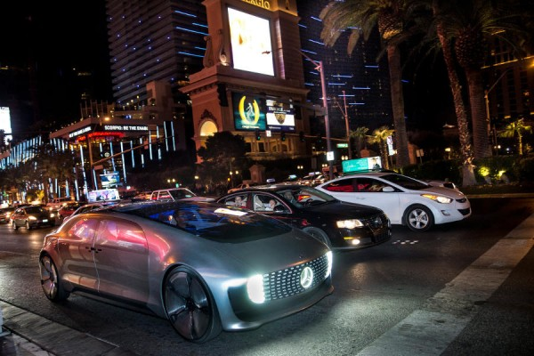 Mercedes F 015 Luxury in Motion  - motogazeta mojeauto.pl