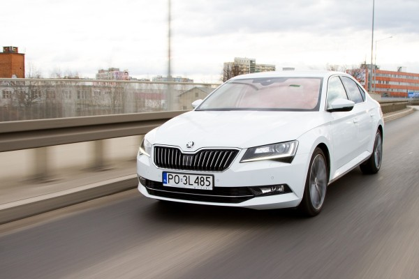 Skoda Superb 2.0 TDI Laurin & Klement: test wideo  - motogazeta mojeauto.pl