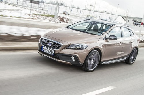 Volvo V40 Cross Country: Zamach na premium