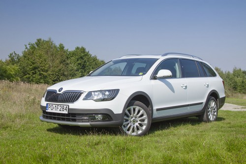 Skoda Superb Combi Outdoor (test video)