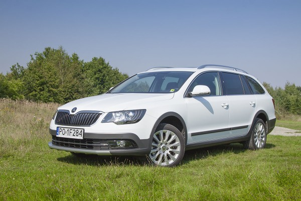 Skoda Superb Combi Outdoor (test video)  - motogazeta mojeauto.pl