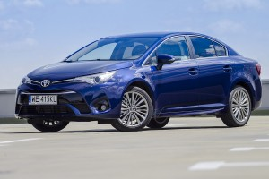 Toyota Avensis - test video
