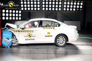 Volkswagen Passat 2015 - crash-test